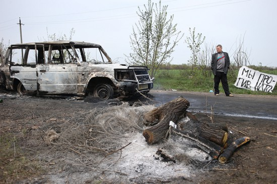 The burned vehicle of the supposed gunmen is standing near the camp fire of separatist. There is a barricade just twenty meters away. Do you believe that the gunmen came and parked in such an orderly manner?