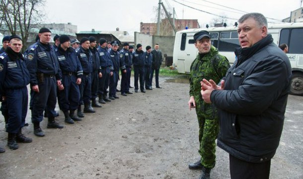 Igor Bezler (in the middle of picture, in green uniform) is an infamous GRU colonel that took over the control of corrupt Police forces in Gorlovka ar the start of events in Donbas